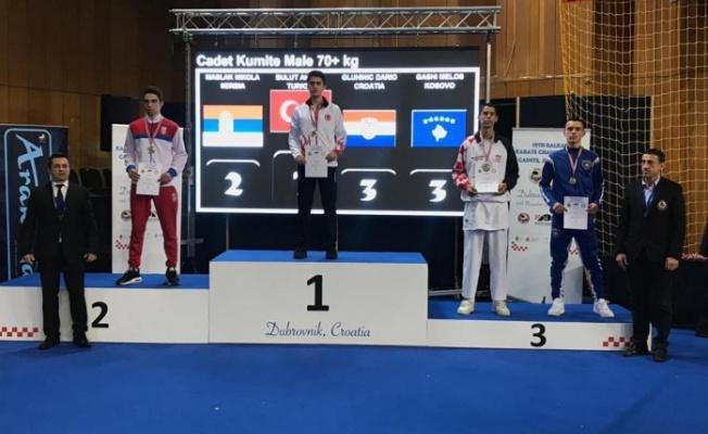 Kağıtspor'lu karateciler Avrupa'dan 4 madalya ile döndü