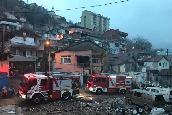 Metruk binada meydana gelen yangın paniğe neden oldu
