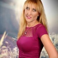 Pınar Çatalkaya  / İKİ DÜNYA ARASINDA